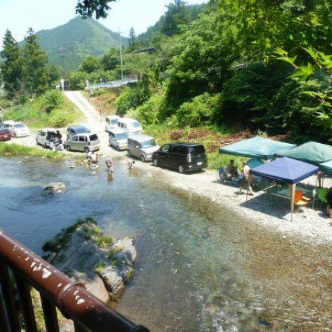 お店前の鮎川は海水浴場状態!!サムネイル