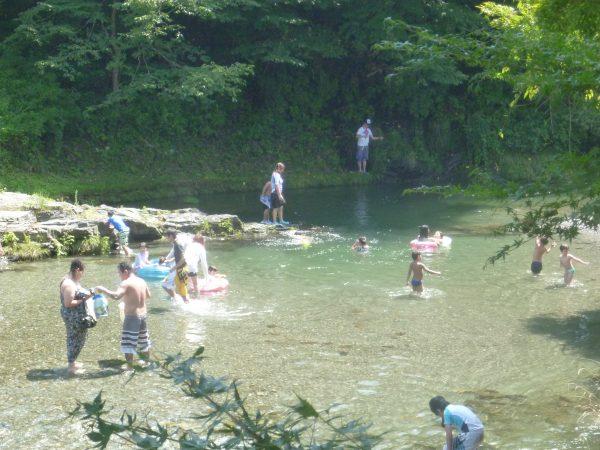 鮎川での川遊び 真っ盛り!!サムネイル